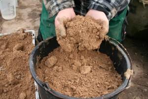 Gefäß mit substrat füllen